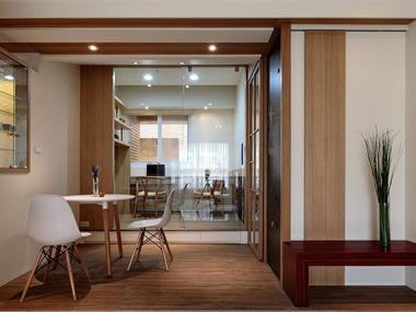本设计带入木作温馨层次,打造机能齐备的现代居宅,以