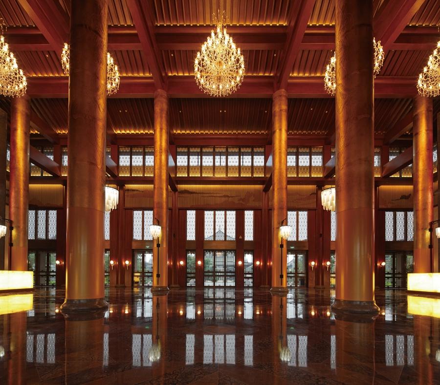 鸿州埃德瑞皇家园林酒店酒店空间吊顶