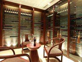 桂林水印长廊别墅储藏室酒柜